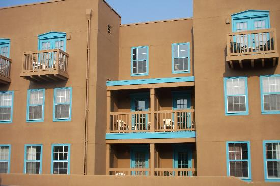 Villas de Santa Fe: Exterior of our building