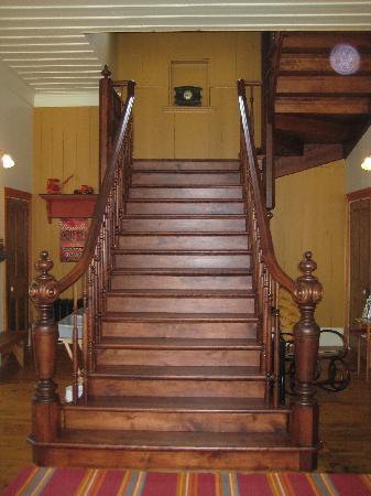 La Belle Époque - Auberge B & B : The main staircase