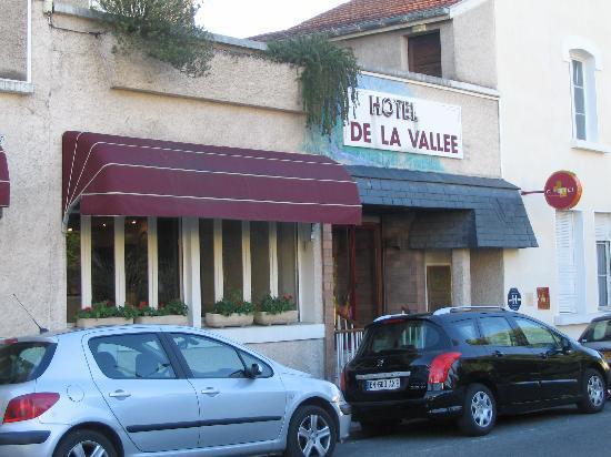 Hotel de la Vallee: Street View of Hotel
