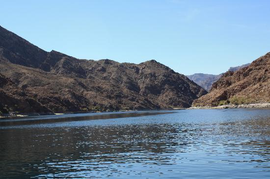 Cottonwood Cove, NV: Unusually calm day for going up river to Willow Beach