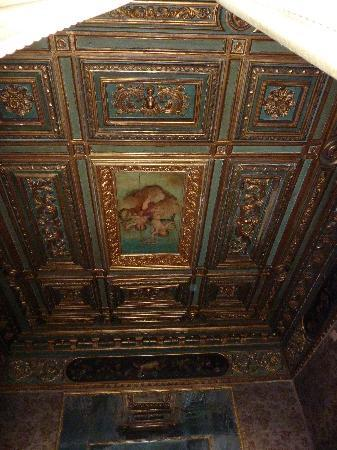 Palazzetto Pisani: one of the beautiful ceilings