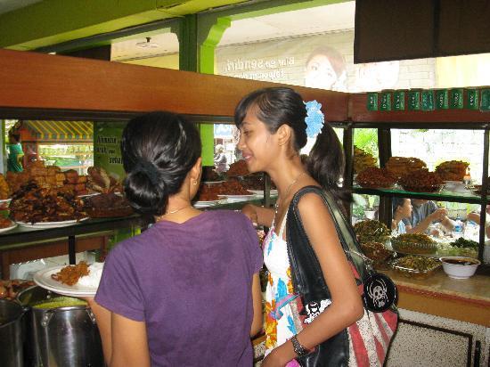 Warung Nikmat: Choosing what to eat is so hard! Yumm