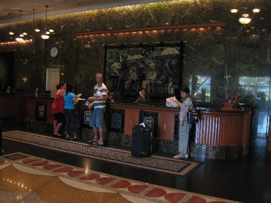 Merdeka Palace Hotel & Suites: Check-in + check-out procedure in hotel lobby