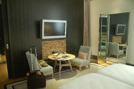 Portrait Roma: Sitting area adacent to Bed area