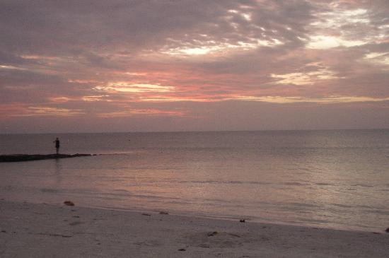 Holbox Dream Beach Front Hotel by Xperience Hotels: sunset in front of hotel
