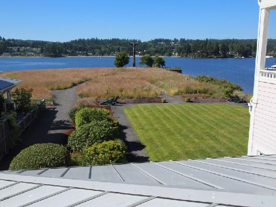 Port Ludlow, WA: Balcony, view out front to Hood Canal