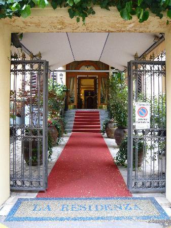 La Residenza: ホテルの入り口
