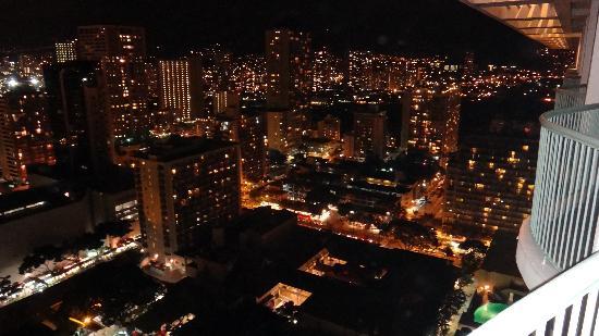 Sheraton Princess Kaiulani : Night View from our room