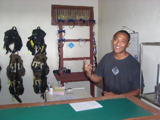 Alam Kotok Island Resort: Madya, our dive master and dive office.