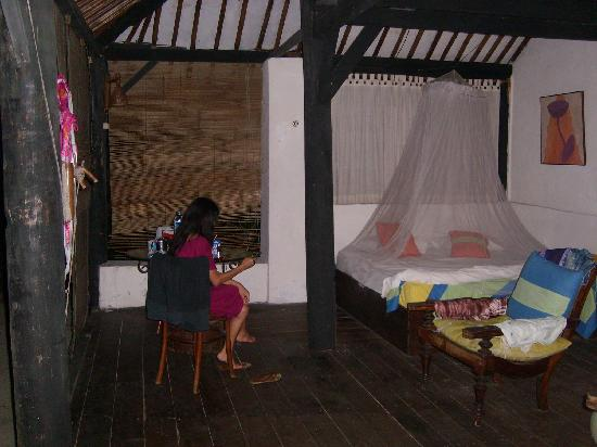 Alam Kotok Island Resort: Inside our open air bungalow.