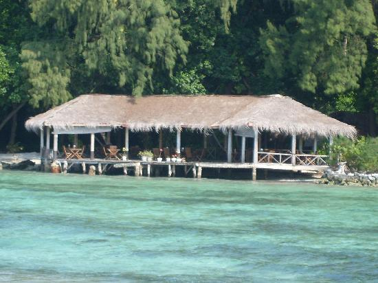 Alam Kotok Island Resort: The floating resturant from the pier.
