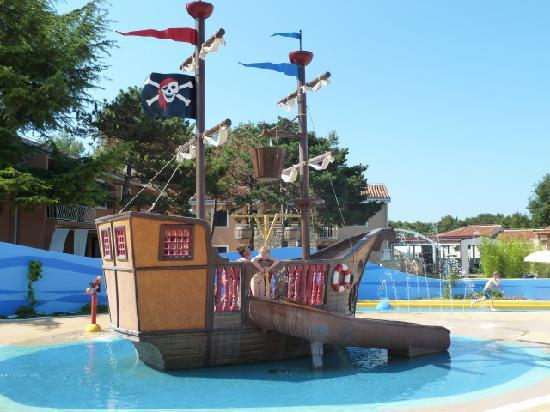 Sol Amfora Apartments: Watter playground for kids. Hygienic very pure!