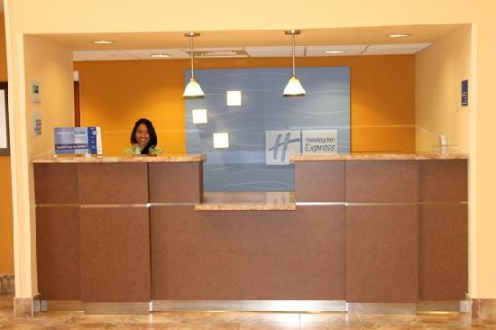 Holiday Inn Express & Suites Fort Lauderdale Airport West: Front Desk