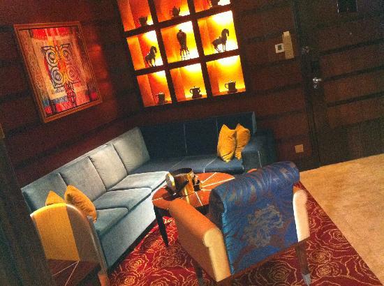 Resorts World Sentosa - Crockfords Tower: Living Area