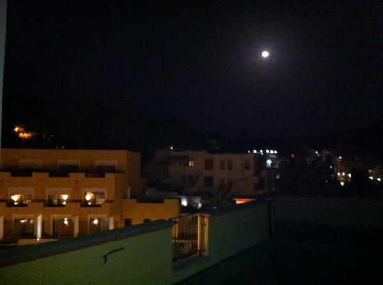 Orchidea Blu Hotel: Vista di notte dal terrazzo