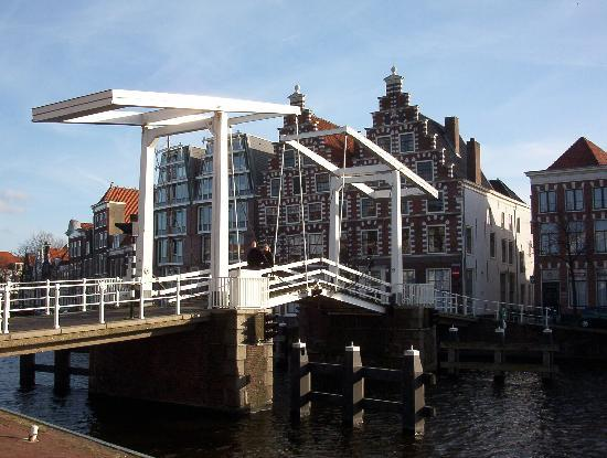 Holland Personal Tour Guide: bridge in Haarlem
