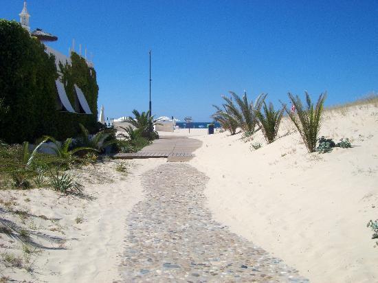 Vasco da Gama Hotel: praia em frente ao hotel...