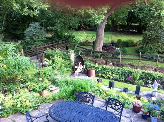 Glossop, UK: enjoying the gardens at Birds Nest Cottage