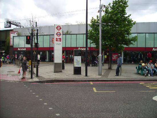 كوينز هوتل: If you fancy FC ARSENAL you are in the right part of London :-)
