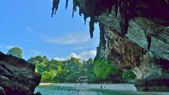 PhraNang Cave Beach: overhang karst