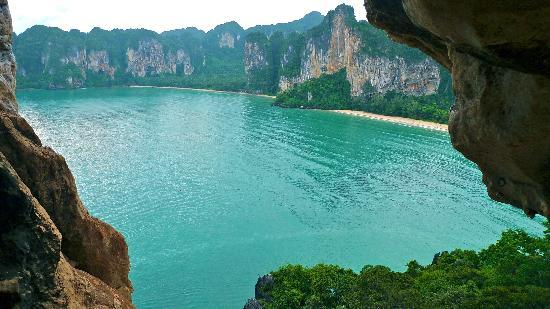 Phra Nang Cave Beach: view from west cave system