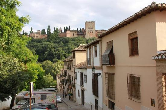 Hotel Casa Morisca: The Alhambra over the hotel