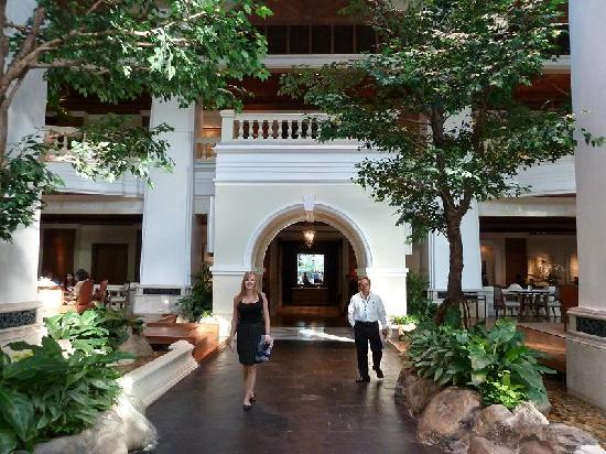 Grand Hyatt Erawan Bangkok: The reception-area