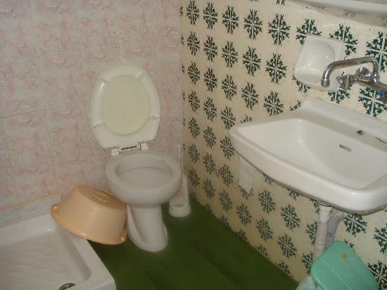Sorrento Studios: bathroom