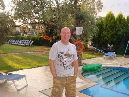 Villa Eden: Juan by the pool