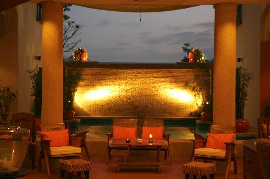 Evergreen Boutique Hotel: At dusk