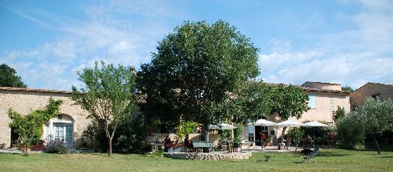 Le Moulin du Château : Brakfast in the garden