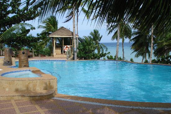 Anda White Beach Resort: the swimming pool