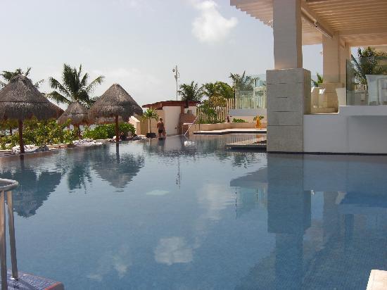 Beloved Playa Mujeres: Swim Up Pool Bar