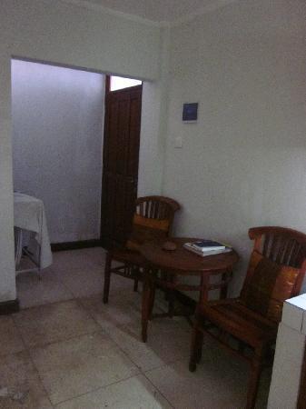 "Pondok Sari Kuta Bali: ""Dining area"" :O"