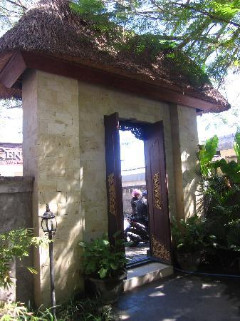 Pondok Sari Kuta Bali: Entry