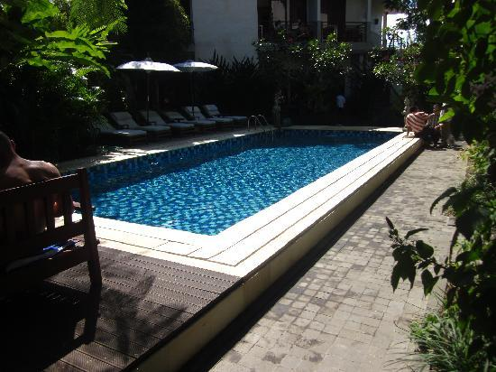 Pondok  Sari Kuta: Clean pool area
