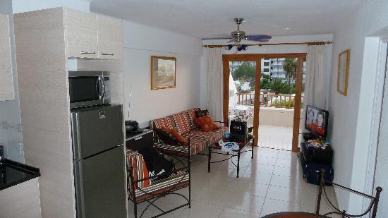 Los Geranios : A208 Lounge