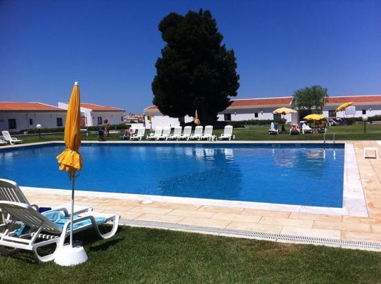 Hotel Apartamentos do Golf: poolside, 14/07/2011 from the bar !!
