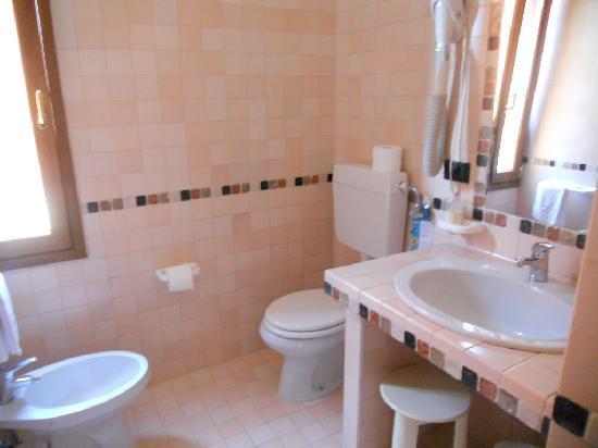 Hotel Europa: ...e relativo bagno