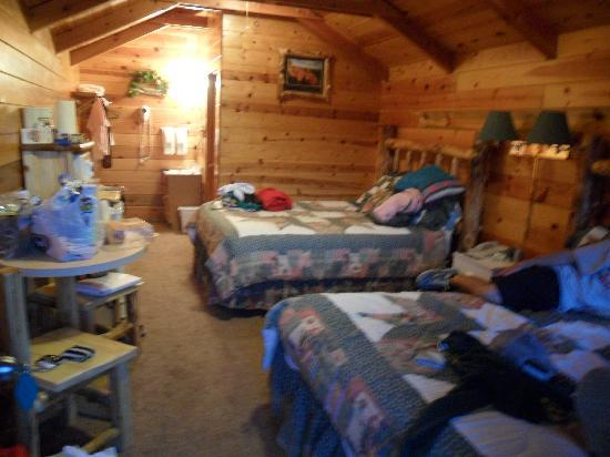 Bryce Canyon Country Cabins: Inside