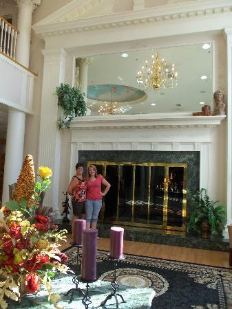 Cumberland Inn and Museum: Lobby area