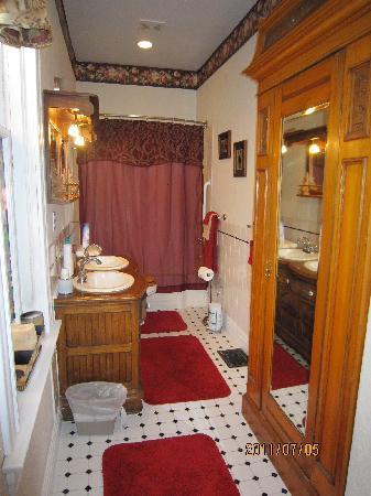 Lennox House Bed and Breakfast: Bathroom