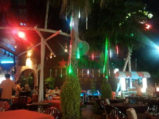 Pla Thong Seafood Restaurant: Outside seating