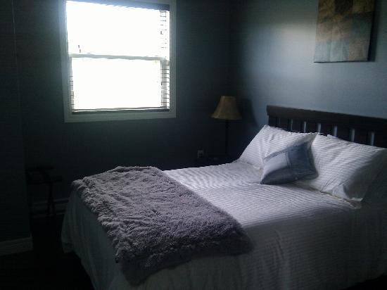 Gros Morne Suites: bedroom 2
