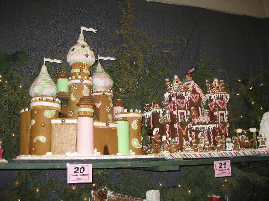 Lahaska, PA: Gingerbread House Display in Gazebo