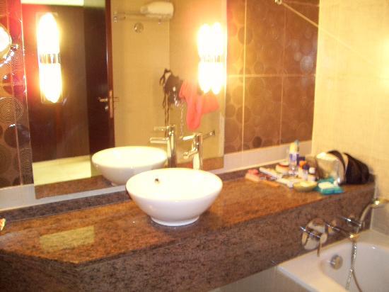 Hilton Sharks Bay Resort: bathroom