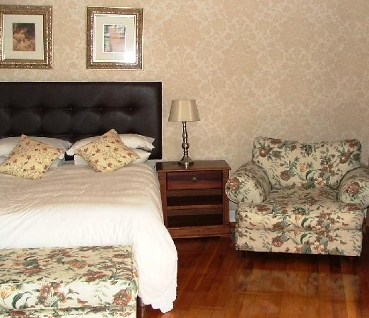 Arum Place Guest House: Peaches & Cream Bedroom