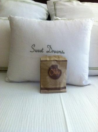 Doubletree by Hilton Orlando at SeaWorld: Cookie/Bedding
