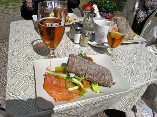 Cafe Sommerhuset : Smoked Salmon open face