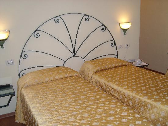 Hotel Europa : camera letti doppi